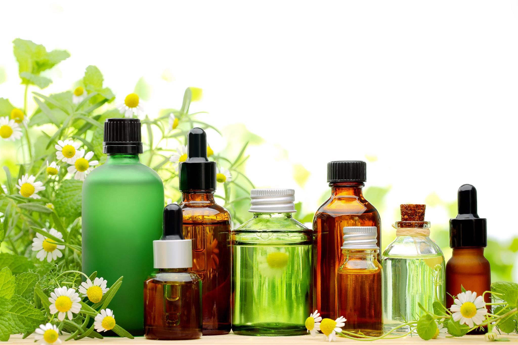 Bilde av flasker med eterisk olje