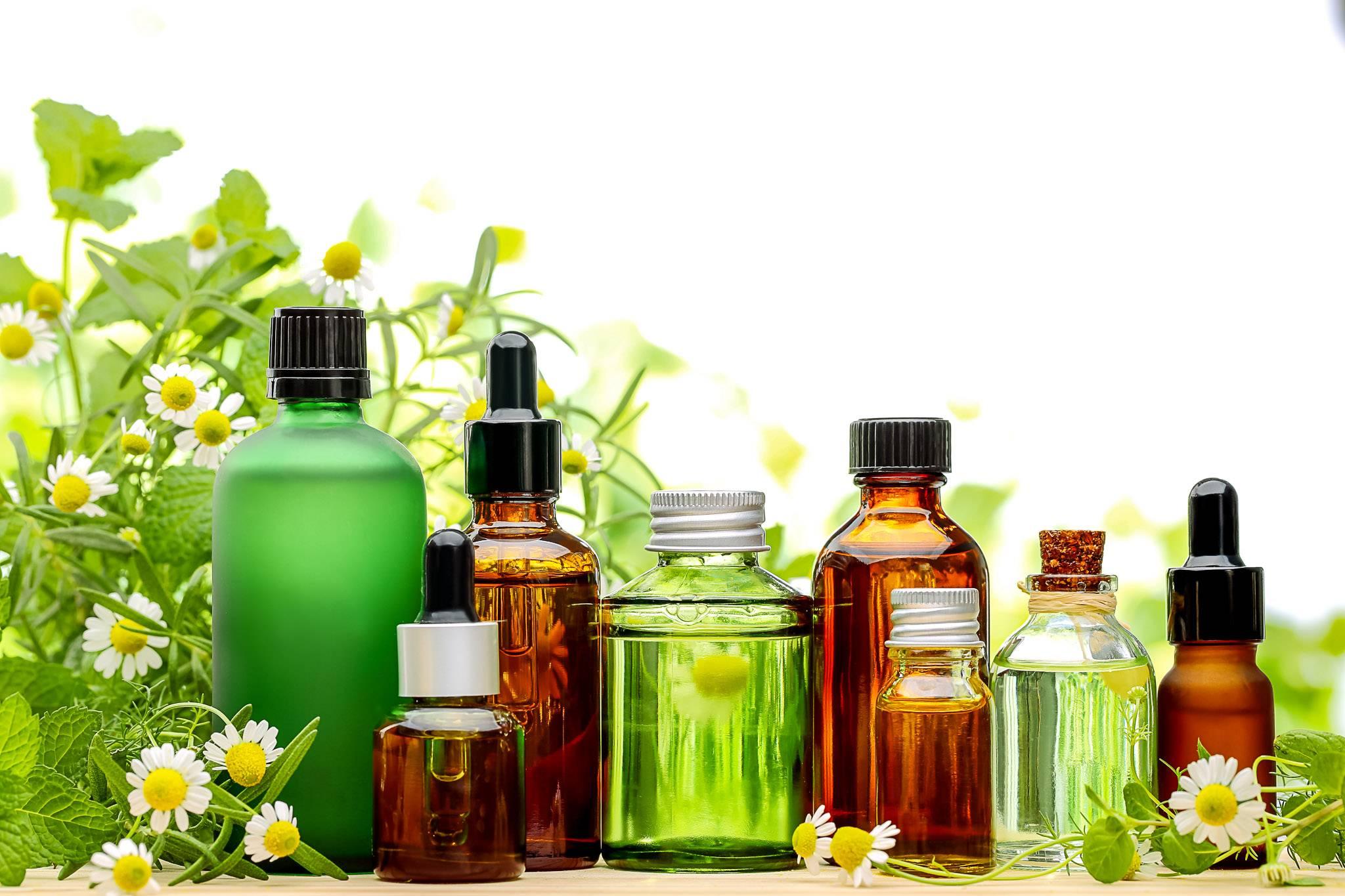 Bilde av flasker med forskjellige oljer